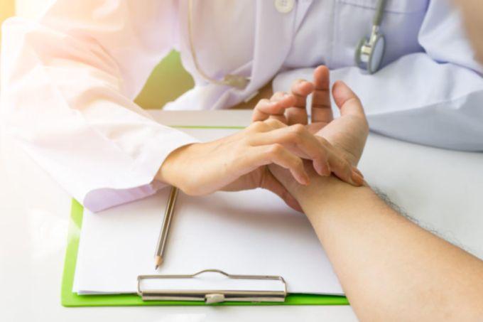 hipertenzija ir žemo pulso gydymas liaudies gynimo priemonėmis)