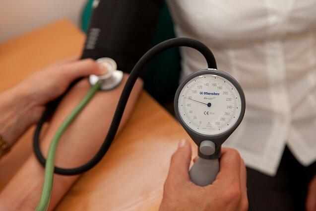 žmonių hipertenzijos požymių