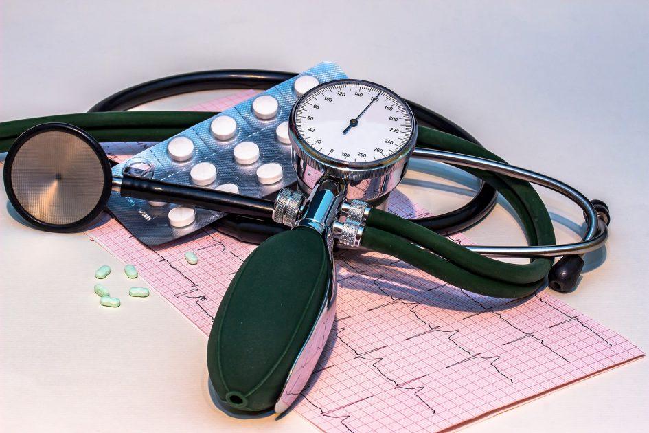 hipertenzija gydant menopauzės vaistus)