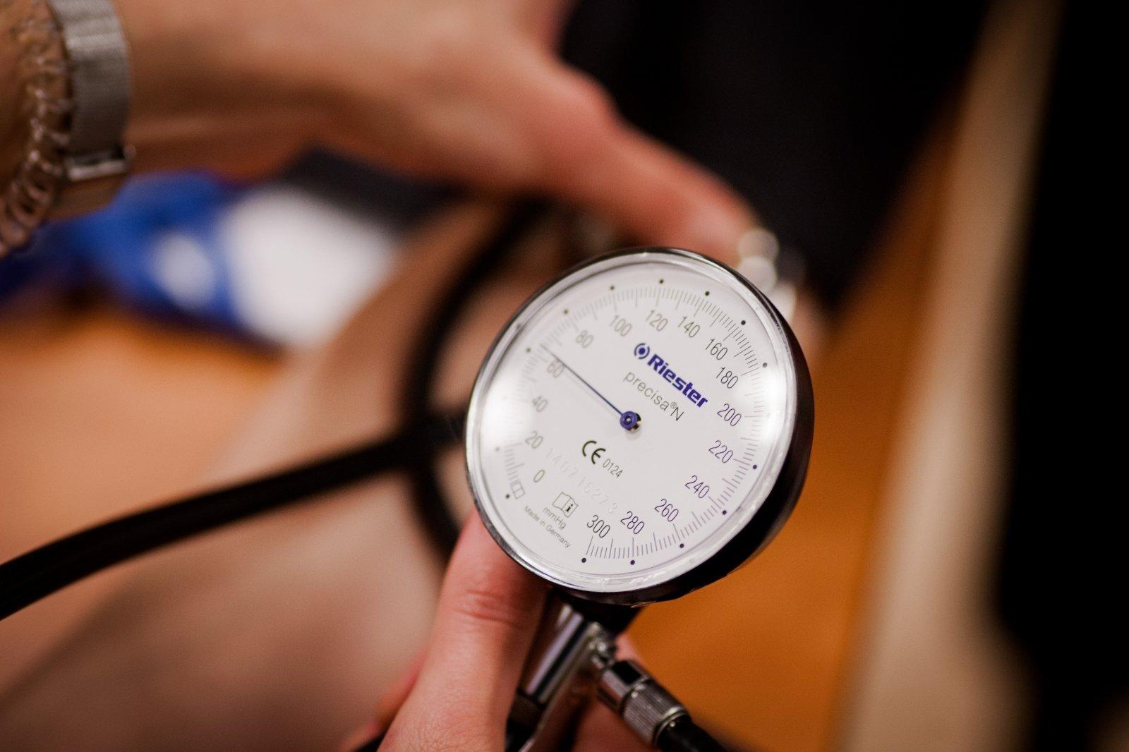 kardiologas ir kardiologas gydo hipertenziją)