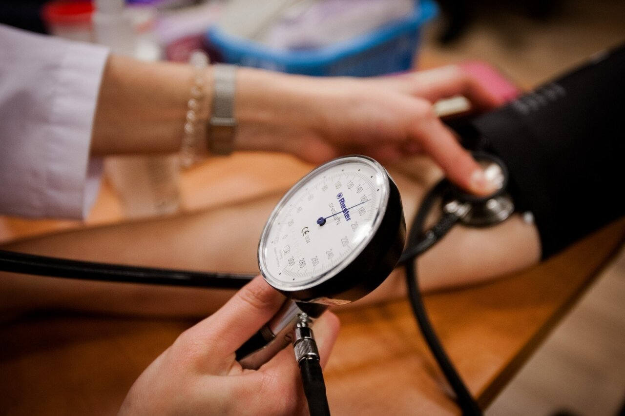 inkstų patikrinimas dėl hipertenzijos kraujavimo iš venų hipertenzijos rizika