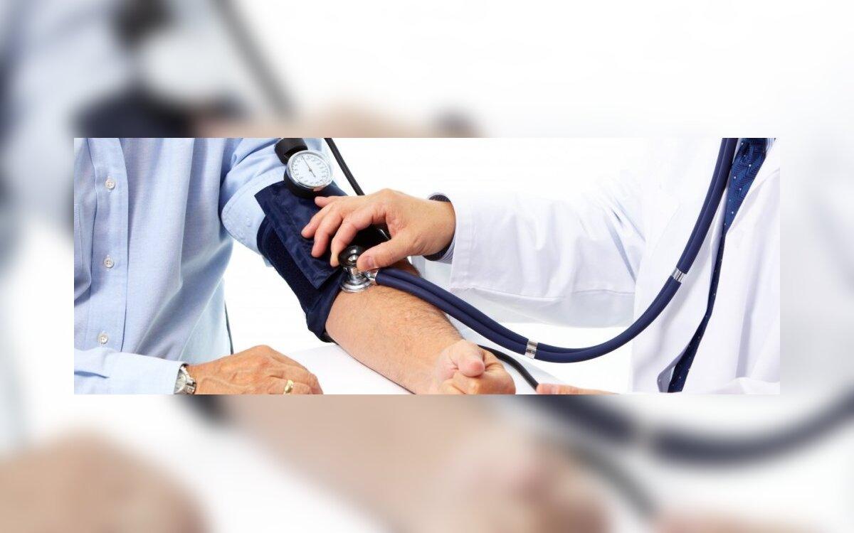 kiek skysčių vartoti hipertenzijai gydyti)