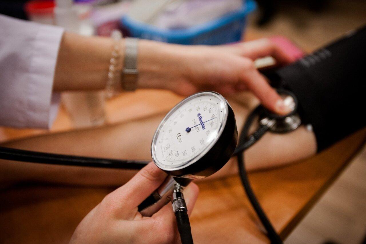 hipertenzija ir jos sukeltas slėgio šuolis)