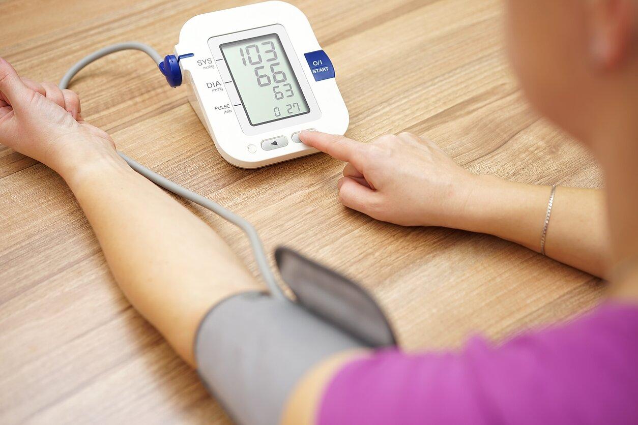 kada matuoti kraujospūdį su hipertenzija sergant hipertenzija, slėgis nuolat didėja